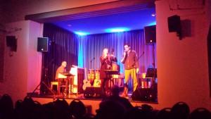 Generalprobe Donnerstagabend für die Tafel-Benefiz-Gala in der Galerie Gaswerk. Bobby, Laura und Frieder. Foto: Hertlein