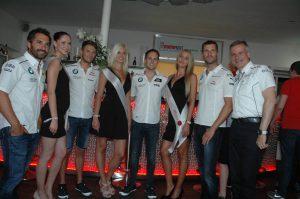 Miss-Norisring-finalistinnen unddie DTM-BWW-Crew , u.a. mit Marrco Wittmann (2.v.l.) Foto: Hertlein