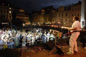 Samba Tuque Brasil und Bandleader Osmar Oliveira feierten beim 25 -Sambafestival in coburg ihr 20-jährigesCoburg-Jubiläum. Fotos: Matthias Hertlein