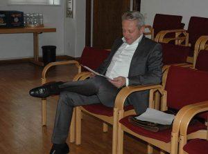 Gewissenhafte Vorbereitung aufden Autritt vor dem Hauptauschsusdes stadtrates ist alles. Foto: Hertlein