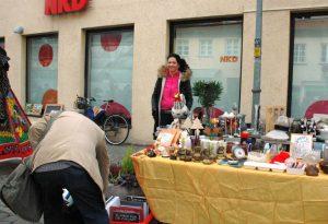 DAS CAFÉ-Mitarbeiterin Anja Schilling hatte Spaß beim Trempeln.Foto: Hertlein