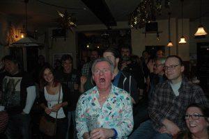 Das ist pure Leidenschaft: Harald schreit den Blues indieweite arkgraf-welt hinaus. Foto: Hertlein