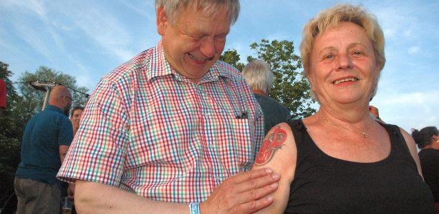 SchwabachBoulevard:Freller mag Tattoo& 1000 Euro für Frauenhaus