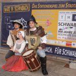 SchwabachBoulevard:TME-Premiere von 900 Jahre in 99 Minuten&Promis spielen mit