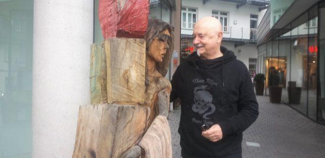 Schwabach-Boulevard: Frohe Weihnachten, entspannte Festtage -Willy Büttl als Jesuskind .....