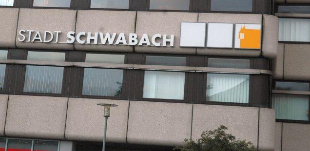 Schwabach-Boulevard: Komplet findet wider statt/ 25.Mai - Kneipen öffnen auch im Innenbereich/OB Reiß Antrittsbesuch im Stadtmuseum/ Freller neuer Posten....