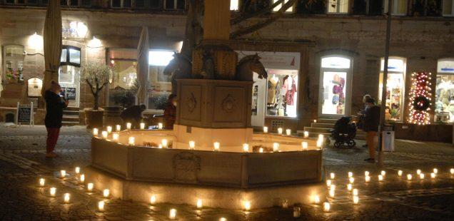 Schwabach-Boulevard: 2000 Kerzen für die Hoffnung/Pfarrer Schrollinger musste absagen/ 267.Derby - Blamage für Club - 2:3-Pleite gegen Greuther Fürth/Kulturfabrik Roth muss auch im Dezember  passen